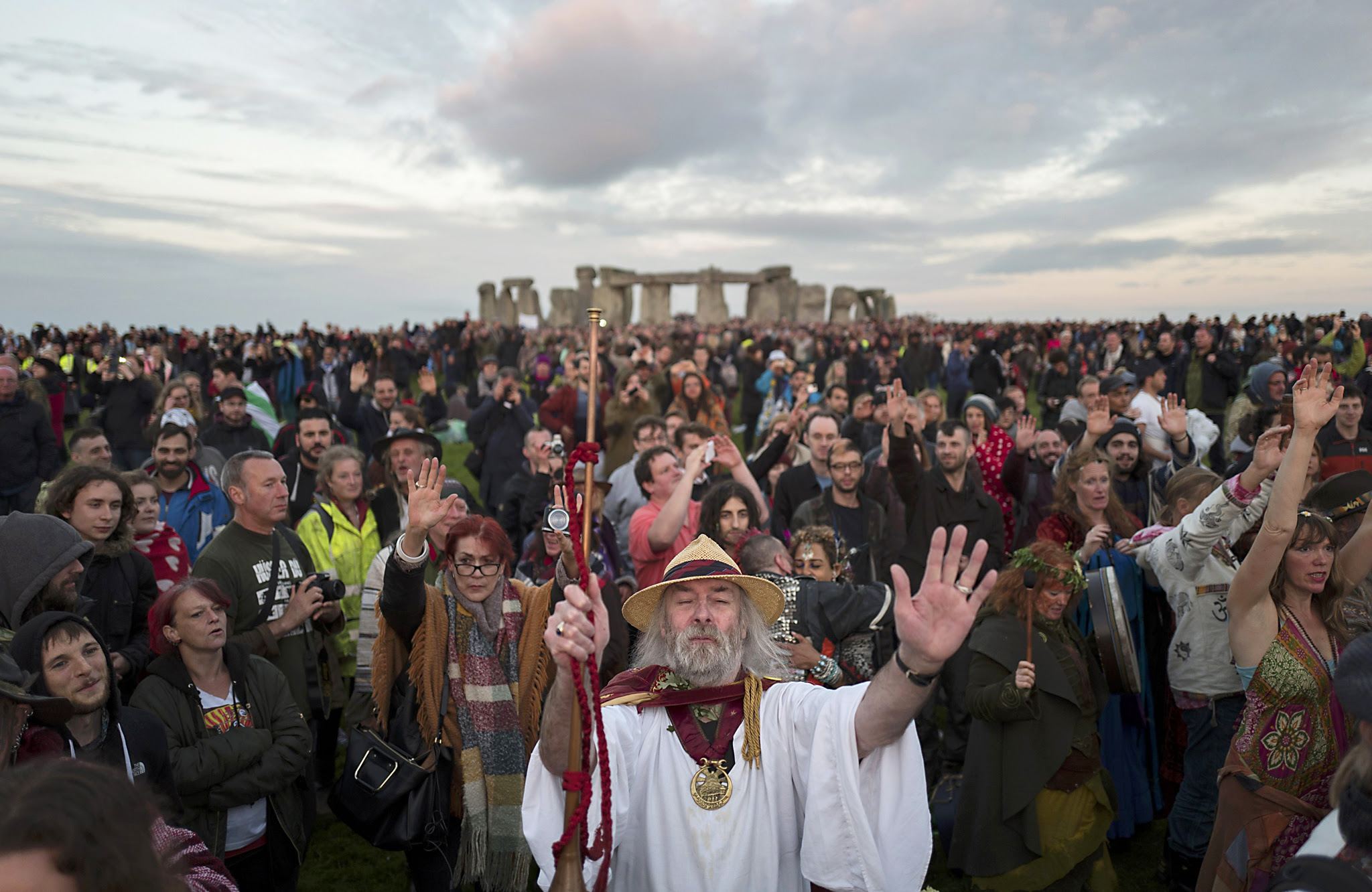 Revellers celebrate the summer solstice at Stonehenge on Salisbury Plain in southern England, Britain June 21, 2016.   REUTERS/Kieran Doherty  TPX IMAGES OF THE DAY