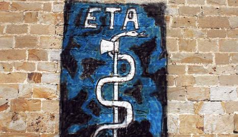 Un anagrama de ETA, en la pared de la iglesia de Arbizu. ARCHIVO
