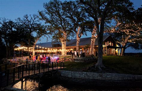 DFW Metroplex Texas Ranch Wedding Venue    The Oak Water