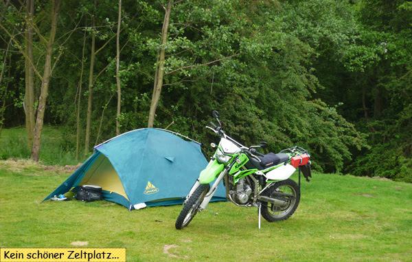 Svenjas Zelt und Motorrad