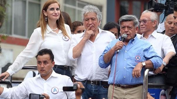 César Acuña fue excluido de la contienda electoral por entregar dinero a comerciantes de Chosica.