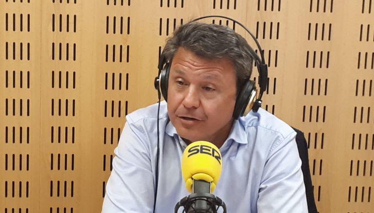 El alcalde de Irun, José Antonio Santano, en una entrevista en la Cadena SER.