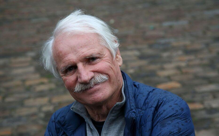 Depuis 2005, Yann Arthus-Bertrand est impliqué dans le combat pour l'environnement via sa fondation GoodPlanet.