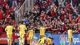 Els jugadors de l'Osasuna celebren el gol de Kodro (Foto: LaLiga)