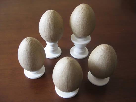 Ovinhos de madeira para decoração da Páscoa