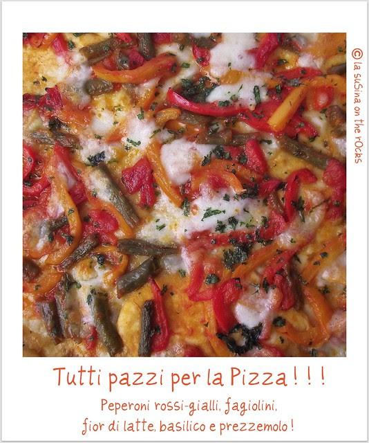 Pizza peperoni fagiolini, mozza, basilico e prezzemolo
