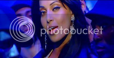 http://i347.photobucket.com/albums/p464/blogspot_images1/Bachna%20Ae%20Haseeno/56.jpg