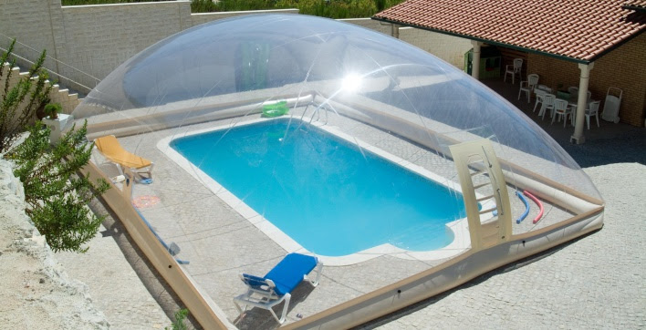 Abri de piscine gonflable sur mesure for Ab construction piscine