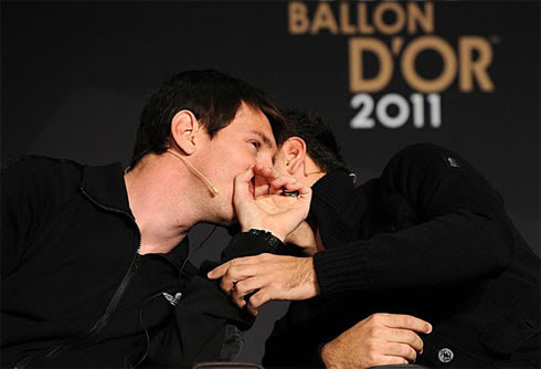 Lionel Messi telling Xavi a secret, at FIFA Balon d'Or 2011 awards event