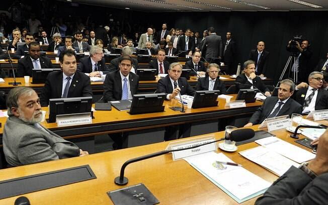 CPI da Petrobras tem acareação do doleiro Alberto Youssef e o ex-diretor de Abastecimento da estatal Paulo Roberto Costa