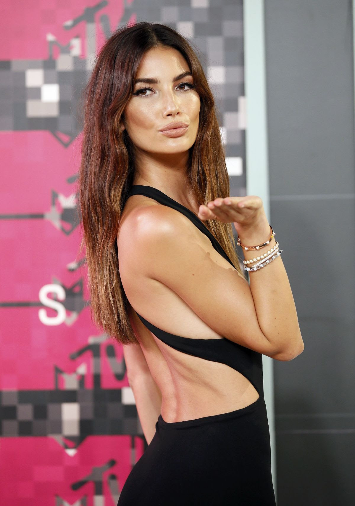 http://www.celebzz.com/wp-content/uploads/2015/08/lily-aldridge-at-2015-mtv-video-music-awards_8.jpg