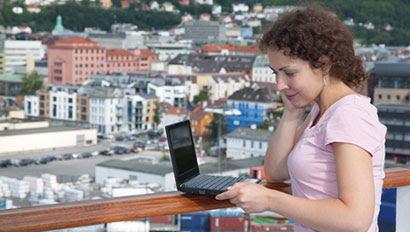 Cruise passenger laptop