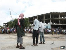 Hizbul-Islam fighters flogging two men in Mogadishu