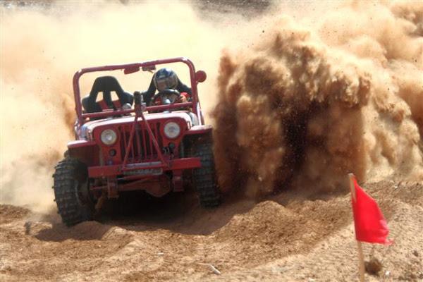 Piloto potiguar, José Paulo - Paulo Cuzcuz, do jeep club do estado ganhou o campeonato brasileiro de velocidade na terra após prova final, em Murici, Alagoas