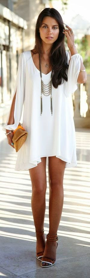 Street Style: White dress with a touch of Boho chic.