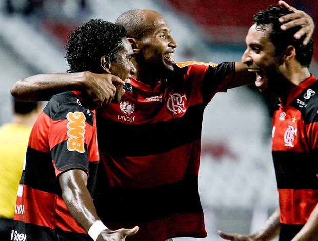 Luiz Antonio comemora gol do Flamengo sobre o Coritiba' (Foto: Rudy Trindade / Ag. Estado)
