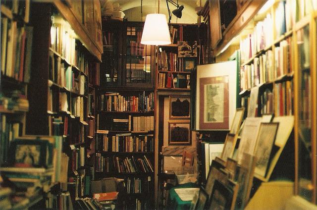 Résultats de recherche d'images pour «old books tumblr»