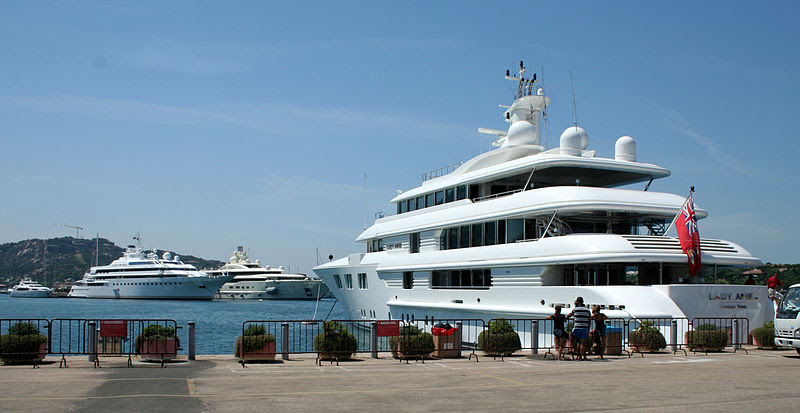 File:Three luxury yachts - Lady Anne, Lady Moura and Pelorus.jpg