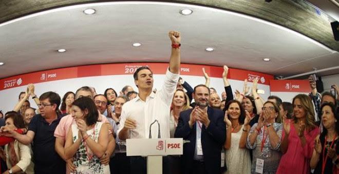 El vencedor de las primarias socialistas, Pedro Sánchez, comparece en Ferraz tras conocerse los resultados de las votaciones para la Secretaría General del PSOE, en las que ha vencido con más del 50 por ciento de los votos. EFE/Javier Lizón