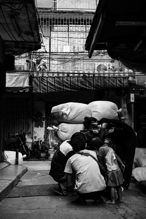 People Peering Down (Thailand) | BOXMAN fotologue
