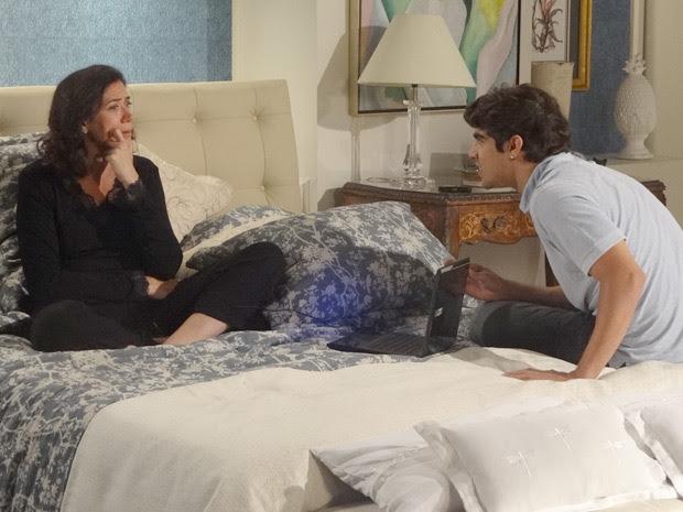 Griselda fica em choque ao ouvir Marcela contar o segredo de Tereza Cristina (Foto: Fina Estampa/TV Globo)