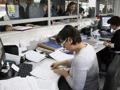 Πόσοι είναι οι υπεράριθμοι υπάλληλοι στους ΟΤΑ;