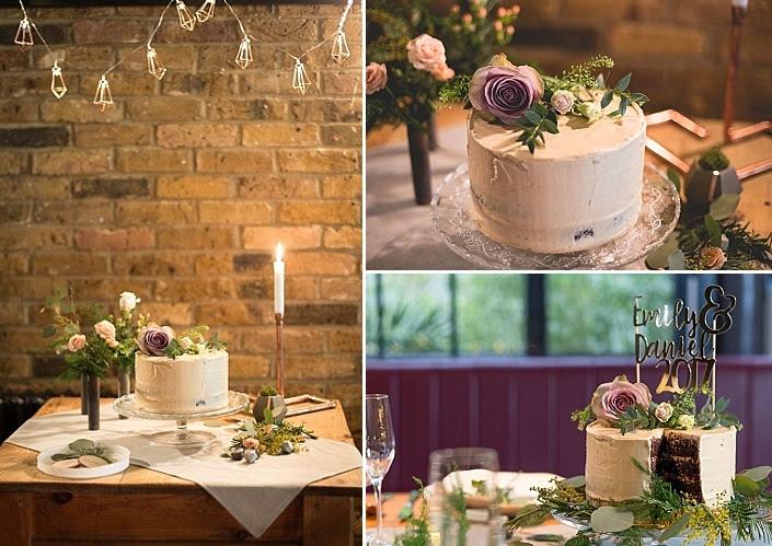Die Hochzeitstorte war ein weißes garniert mit grün und Blüten