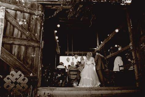 rustic barn wedding at Hurd Orchards ny between Buffalo