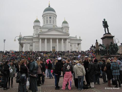 Senaatintori vappuaattona 2010 by Anna Amnell