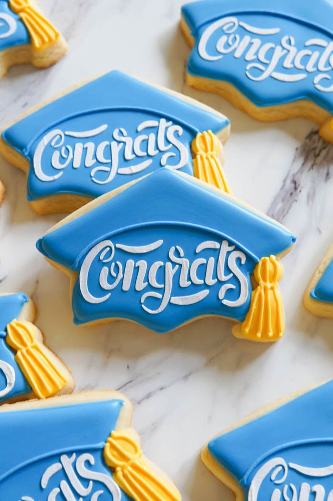 how to make stenciled graduation cap cookies | bakeat350.net