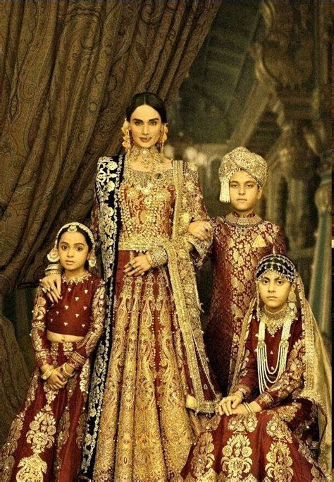Mughal Attire & Jewels   The Royal family.   KUNDAN Gold