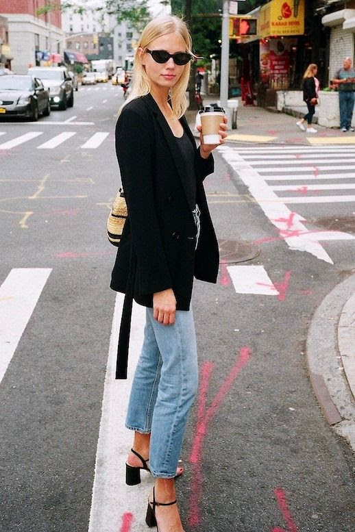Casual Chic Errands Coffee Outfit Idea Black Blazer Tee Jeans Basket Tote Bag Strappy Block Heel Sandals Bigger Michaëla Thomsen Le Fashion Blog