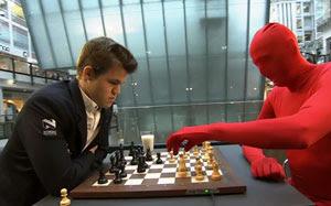 Magnus Carlsen y Mystiske Nordmannen para Noruega en la acción .... Foto ©