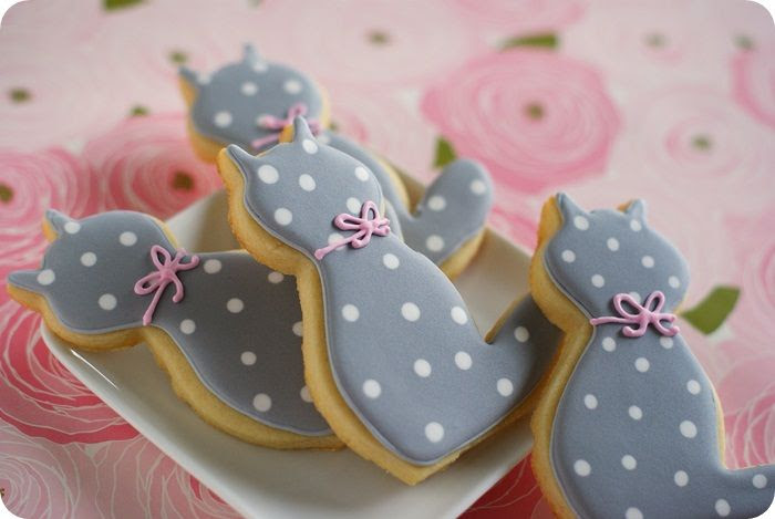 0a46246d5 If I tried to make actual, realistic cat cookies, I have a feeling they'd  look weird. Therefore, I bring you polka dot kitty cookies.