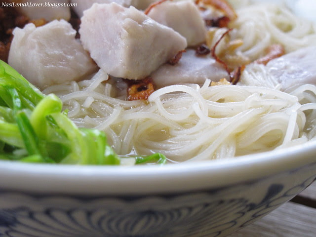 Taro and rice vermicelli noodle soup