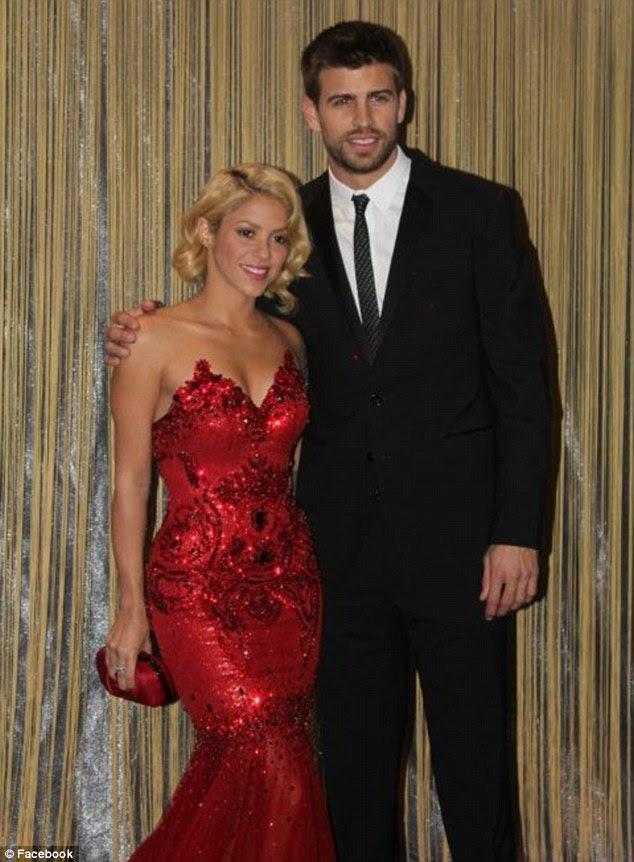 Casal impressionante: namorado de Shakira estava na mão de felicitar Messi, seu companheiro de equipe Barcelona, que foi nomeado o homem da noite