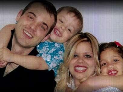 A família do brasileiro Rafael Cervi, o marido de Dayana e pai de Thais e Felipe, todos mortos no incêndio. Foto de arquivo pessoal Foto: BBCBrasil.com