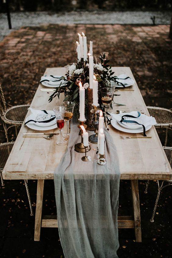 eine ätherische Grau Stoff Tischläufer wird eine schöne Passform für ein stimmungsvolles oder einfach nur raffinierte Hochzeit