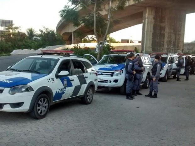 Polícia faz operação em Cobi de Cima e de Baixo, em Vila Velha (Foto: Roberto Pratti/ TV Gazeta)