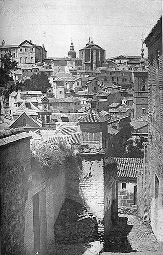 Iglesia de San Lorenzo y alrededores en 1930, antes de ser incendiada en la Guerra Civil