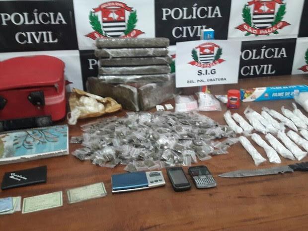 Polícia apreende drogas em residência. (Foto: Divulgação/ Polícia Militar)