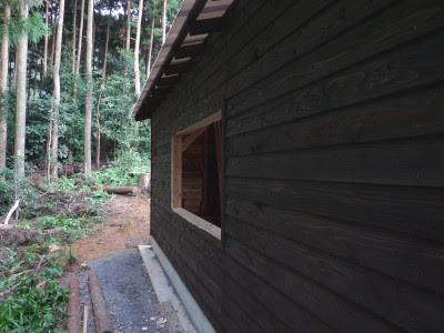 小屋の塗装
