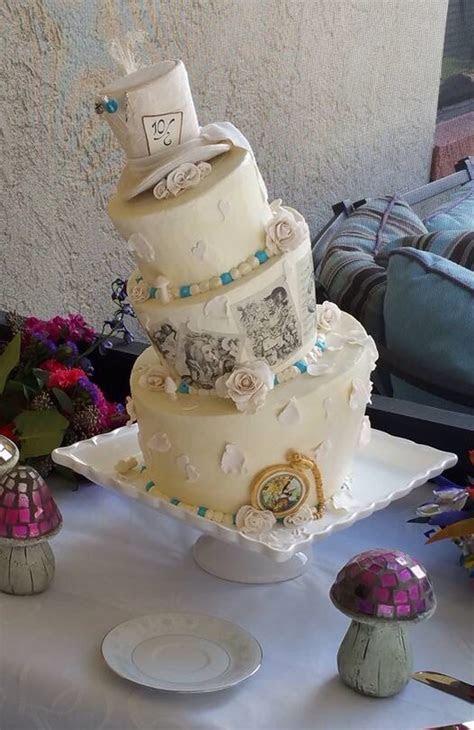 Gorgeous Alice in Wonderland cakes   Alice in Wonderland