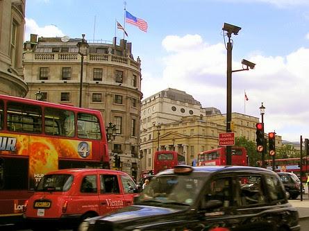 Gambar bendera malaysia di london