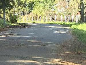 Mulher de 34 anos é morta com tiro em tentativa de assalto em Caçapava (Foto: Reprodução/ TV Vanguarda)