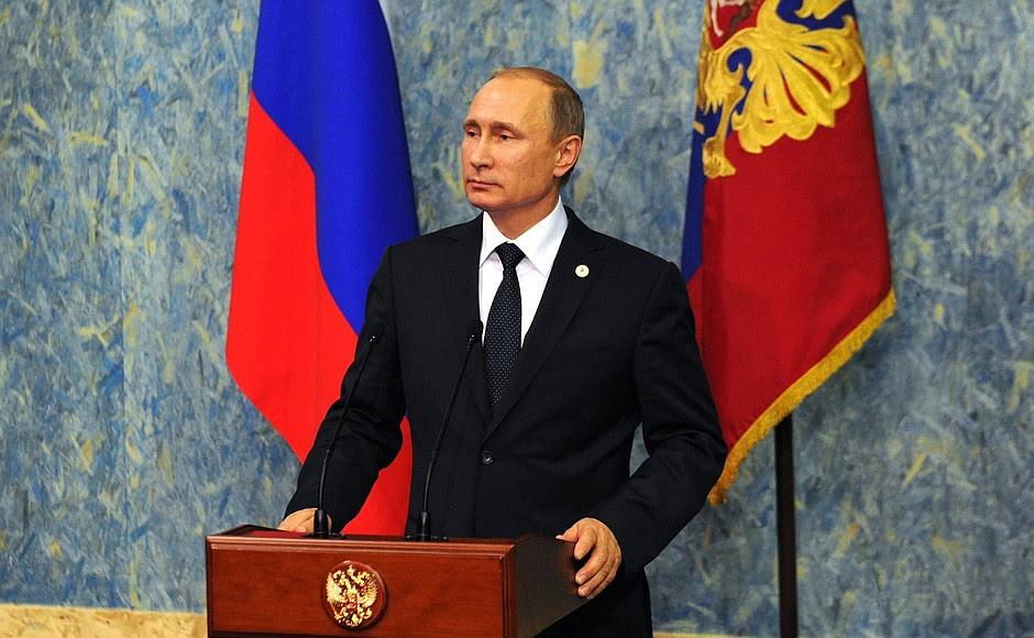 Vladimir Putin ha fatto una dichiarazione alla stampa e ha risposto alle domande dei giornalisti.