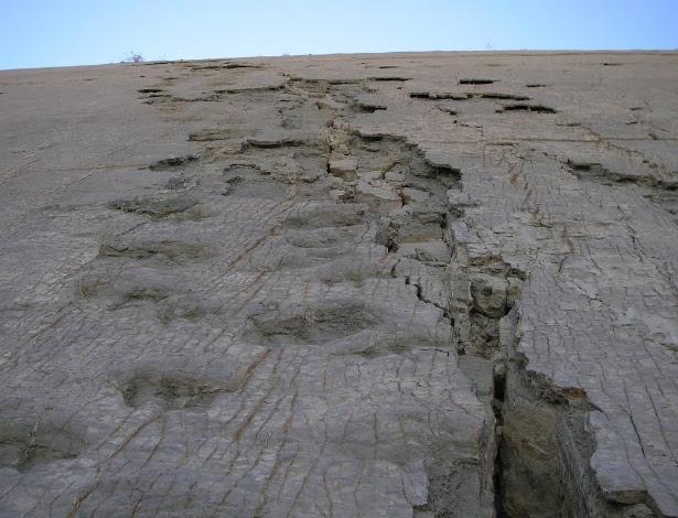 Pegadas de dinossauro no Parque Cretáceo Carl Orcko, no Sucre, na Bolívia. O lugar contém mais de 5.000 pegadas de 294 espécies de dinossauros, que teriam vivido entre o fim do período Cretáceo e o começo do Terciário, há 66 milhões de anos