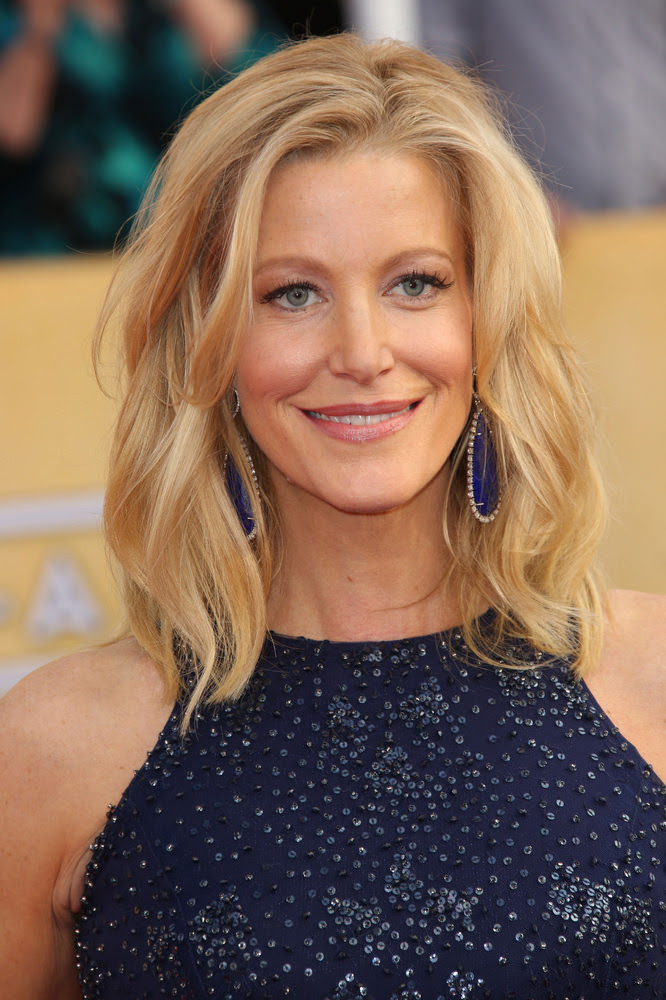 Anna Gunn Medium Celebrity Hairstyles For Spring