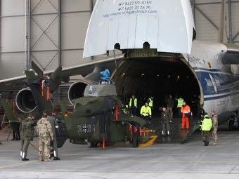 Выгрузка вертолета Tiger. Фото пресс-службы Сухопутных войск ФРГ