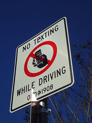 """English: A sign that states """"No Texting W..."""